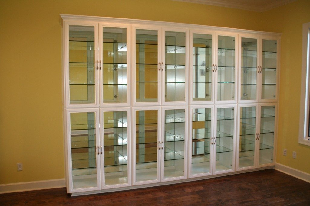 Merveilleux Mirror Backed Glass Shelves Inside Glass Front Display Case In Dining Room  | Cabinet Glass