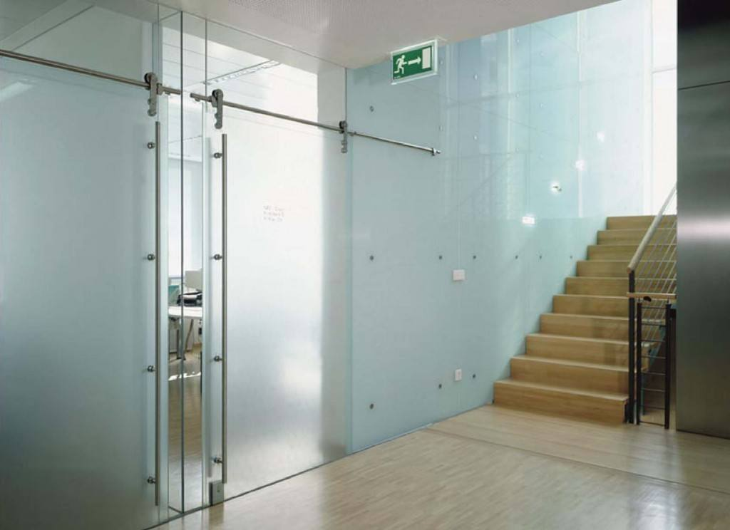 Heavy glass frameless doors commercial gallery anchor ventana for Frameless interior glass doors