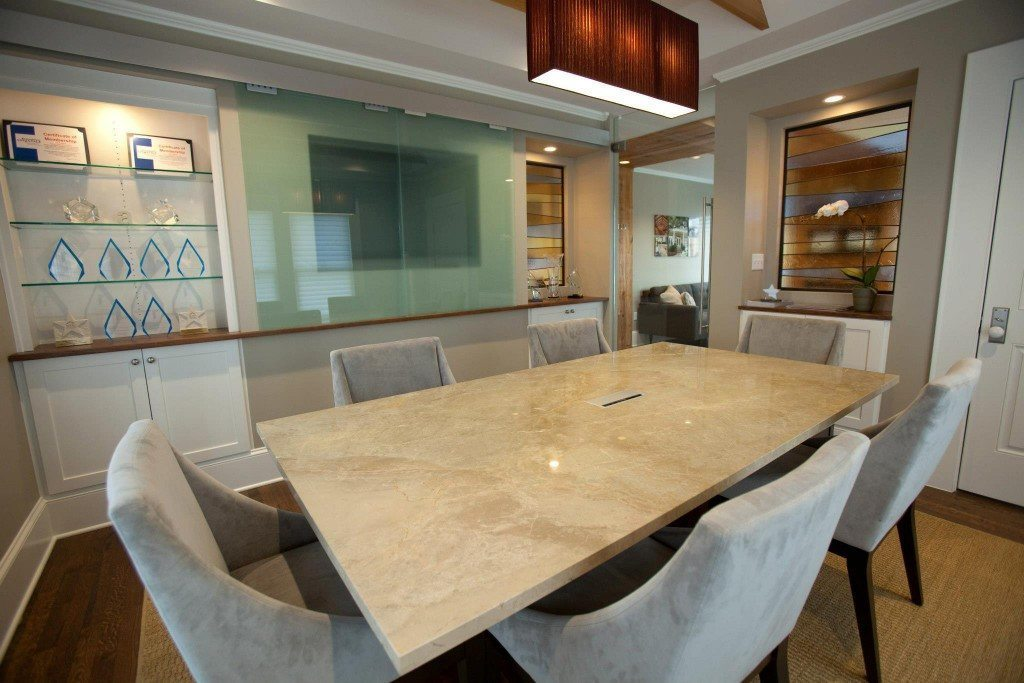 Glass Shelves And Saten Glass Divider In Front Of TV In Conference Room    Counter Partitions